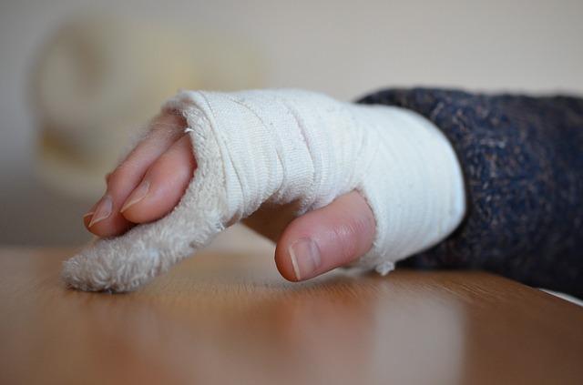 Osteoporoza niszczy tkankę kostną i prowadzi do częstych złamań